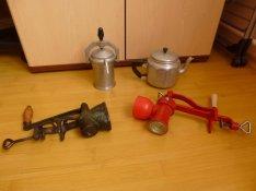 2db mákdaráló ,kávéfőző ,teakiöntő
