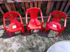 3db Piros Műanyag gyerekszék eladó!!!! keveset használt Újszerű állap