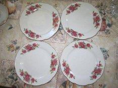 4 db virágos porcelántányér egyben