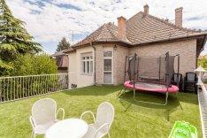 60 m2-es terasszal, 2 szobás lakás Újpest, családi házas övezetében