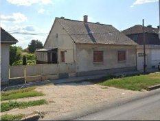 A Kadocsa úton 3 szobás családi ház eladó!