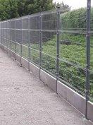 Antracit kerítéselem vadháló drótfonat tüskésdrót kerítés építés kapu
