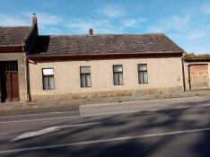 Az Esterházy Strandfürdő mellett eladó házrész!