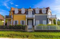 Balatontól 50m-re eladó nyaraló