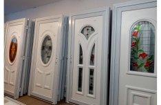 Bejárati ajtó Tiffany jellegű raktárról 110.000.-Ft