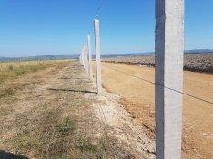 Beton oszlop kerítés fém oszlop vadháló drótháló drótfonat drótkerítés
