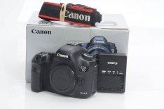 Canon EOS 5D Mark III camera + 24-105mm lens