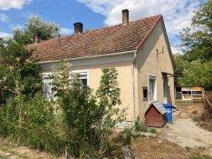 D-2328 Város szélén iker családi ház eladó
