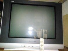 Dobozos TV,  távirányitóval.