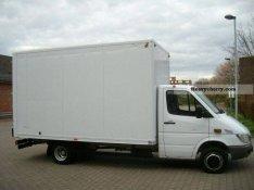Dobozos kisteherautó bérlés kölcsönzés költöztetés bútor teherautó