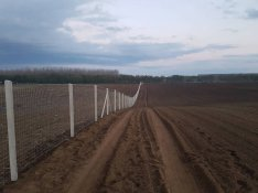 Drótháló drótfonat tüskéshuzal vadháló szögesdrót vezérdrót kerítés