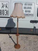Eladó Kolonial álló lámpa. Szép állapotú, a talpa kissé el van ferdülv