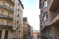 Eladó a Várnegyedben felújított, kétszobás lakás, 49.99 Mft!