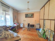 Eladó felújitandó 7 szobás körbejárható önálló családi ház