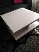 Eladó nagy méretű Ikea magasfényű modern asztal 90x90 es bolti ára 790