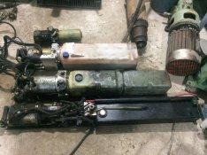 Emelőhátfal szivattyú 12 V - 24 V