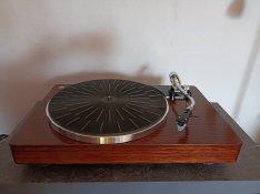 Épített lemezjátszó