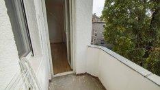Felújított erkélyes lakás, csendes utcában