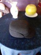 Férfi 55-56 méretű, sötétszürke, újszerű, téliesített kalapszerű sapka