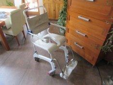 Fürdetőszék tusolószék bilis guruló fürdető tusoló szék WC fölétolható