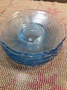 Kék színű mintázott üveg tálka 6 db átm.15 cm