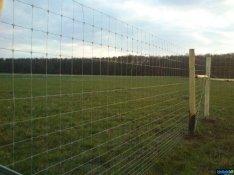 Kerítés építés, oszlop lerakása