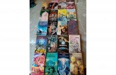 Kozmosz és Galaktika Fantasztikus könyvek 35 db