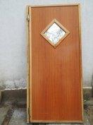 Lengő ajtó fából készült