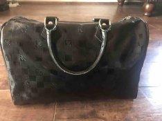 ea01fa6e0719 Louis Vuitton táska, nem eredeti , 1.