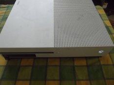 M-141. Xbox One 500 Gb Gép + Garancia + Tartozékok + 30 db Játék