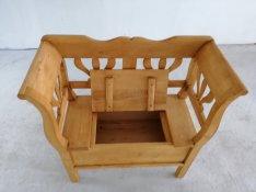 Parasztbútor vídékistílus dizájn szék asztal kertipad kiüllő