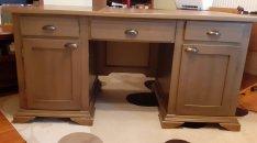 Prémium kategóriás íróasztal és forgószék eladó !