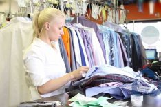 Ruhatisztítóba hétvégi pultost/kiszolgálót keresünk