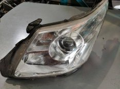 Toyota Avensis T25 Bal Fényszóró