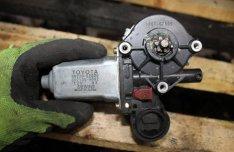 Toyota Yaris (1st gen) Jobb első ablakemelő motor 8572052020