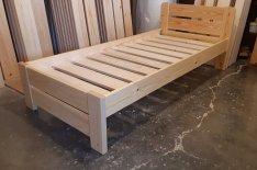 Új erős strapabíró 90x200 cm fenyő ágy ágykeret ágyráccsal
