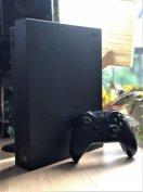 Xbox One X 1 TB dobozában Játékok