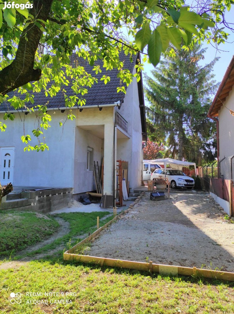 17.kerületben 2 szintes, felújítás alatt lévő családi ház eladó
