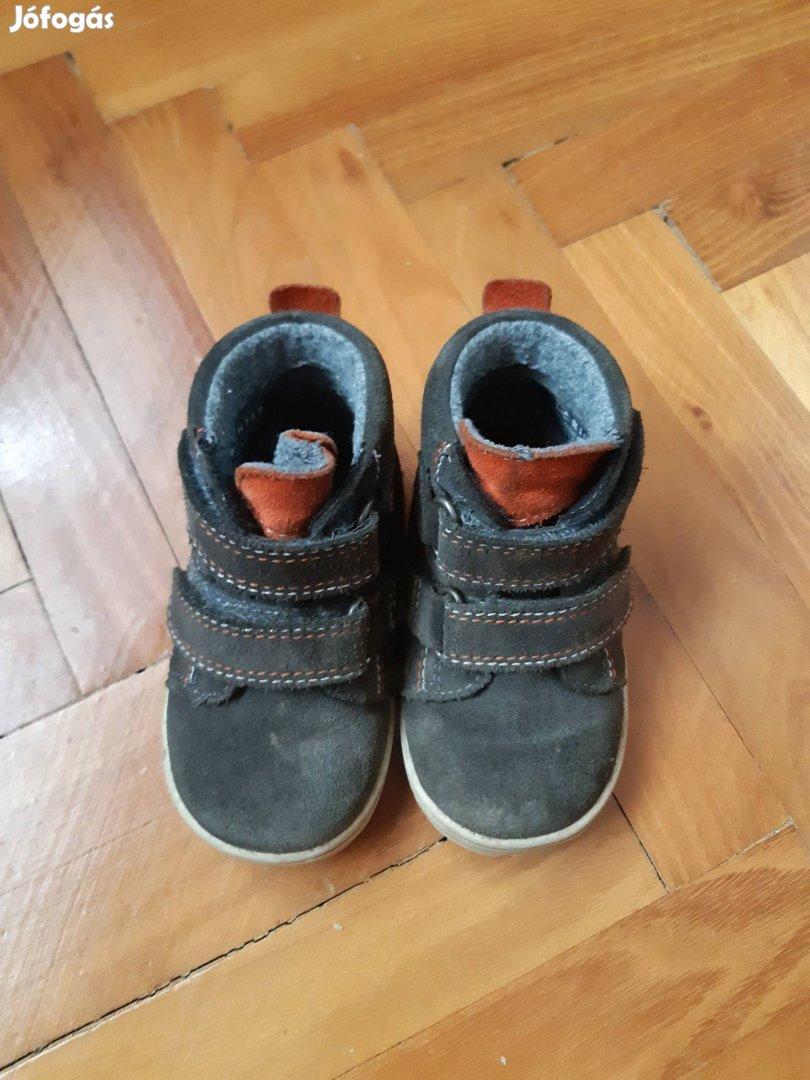 20 -as méretű téli cipő