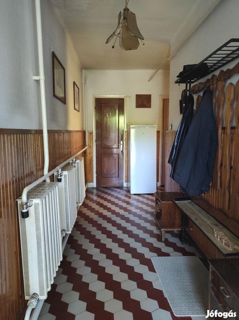 3 és fél szobás tégla építésű ikerház eladó Békéscsabán