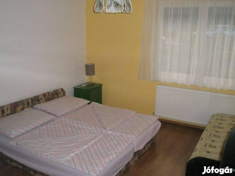 Balaton, Balatonlelle ház apartman kiadó 6-9 fő részére