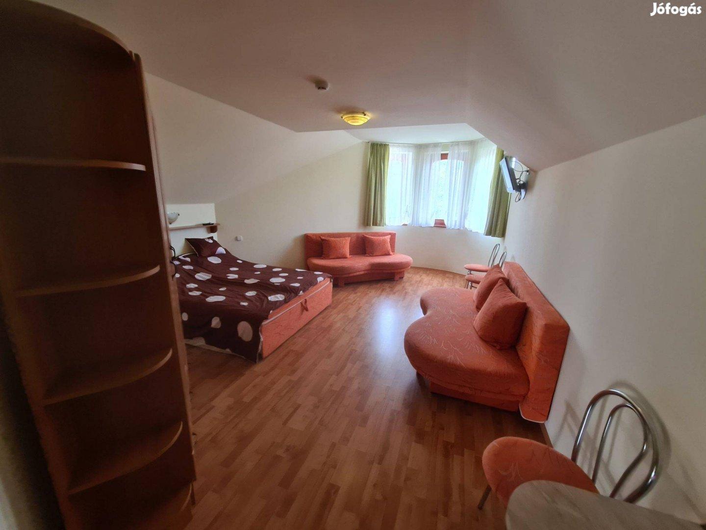 Bogácson a centrumba családi ház panzióval együtt eladó vállalkozásra