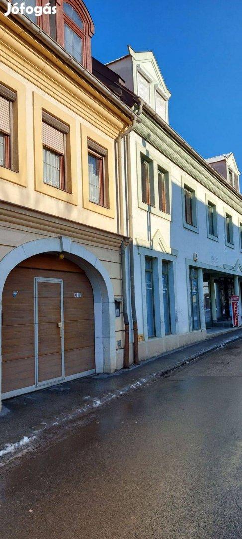 Egerben belvárosi lakás