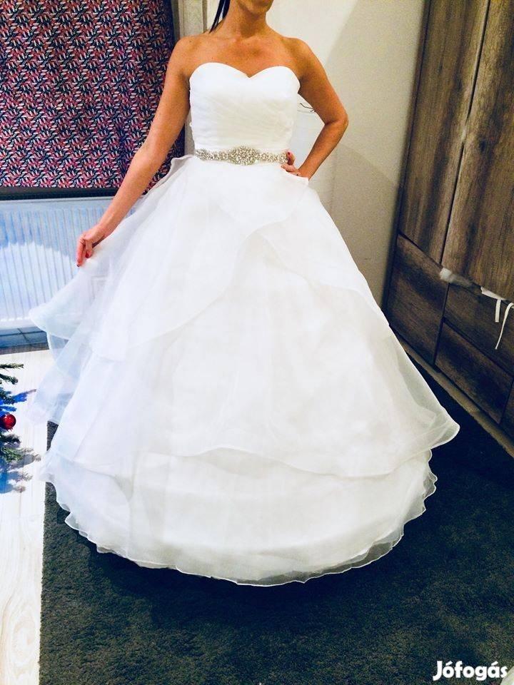 Eladásra És Kiadásra Szánt Több Új Menyasszonyi Szalagavatós Ruha, 10. Kép