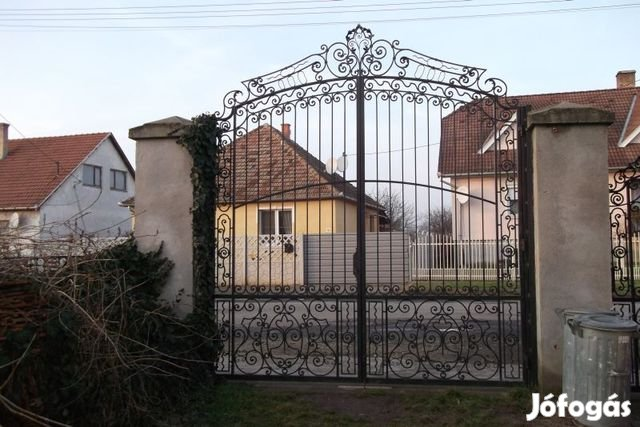 Eladó Tiszalök belterületén reprezentatív kúria