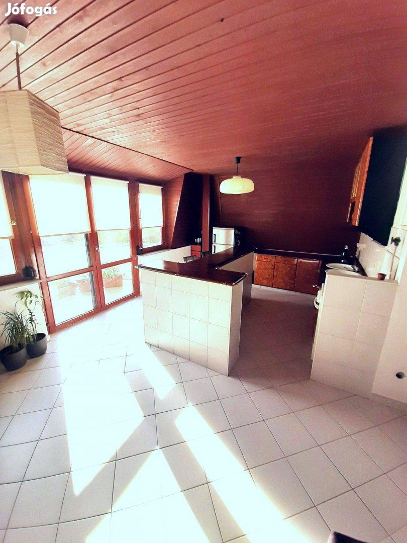 Eladó Zugló kertvárosában 2+2 fél szobás erkélyes tégla lakás