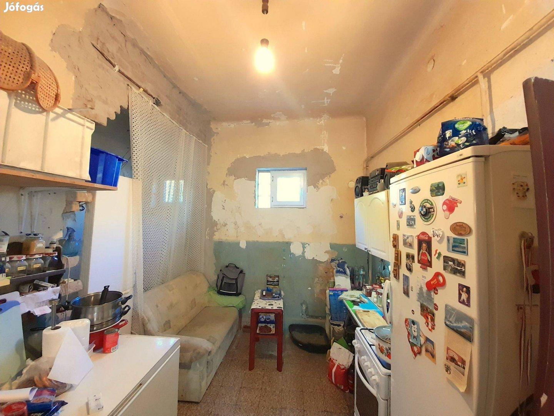 Eladó befejezetlen 42 m2-es házrész Kispest kertvárosában!