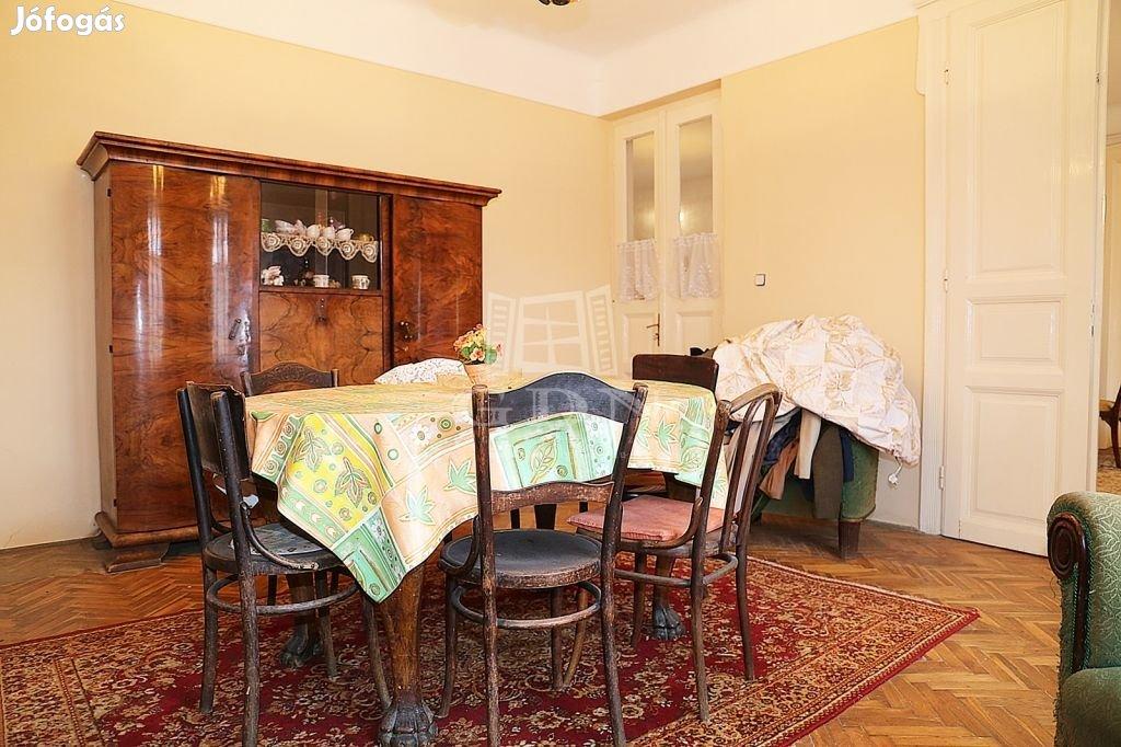 Eladó családi ház Budapest XVI. kerület, Frekventált helyen