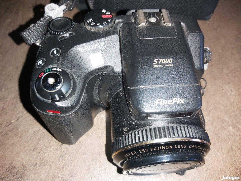 Eladó egy Finepix S7000 típusú fényképezőgép!