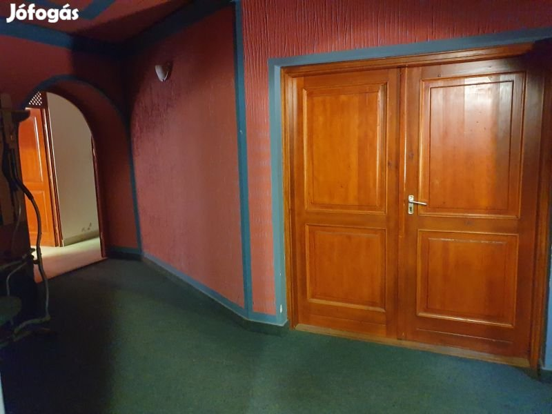 Eladó üzlethelység, Kecskemét, 970 m2